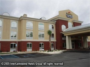 Holiday Inn Express Hotel & Suites Camden-I20 (Hwy 521)