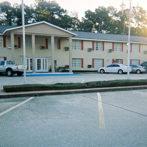 Tomball Inn And Suites